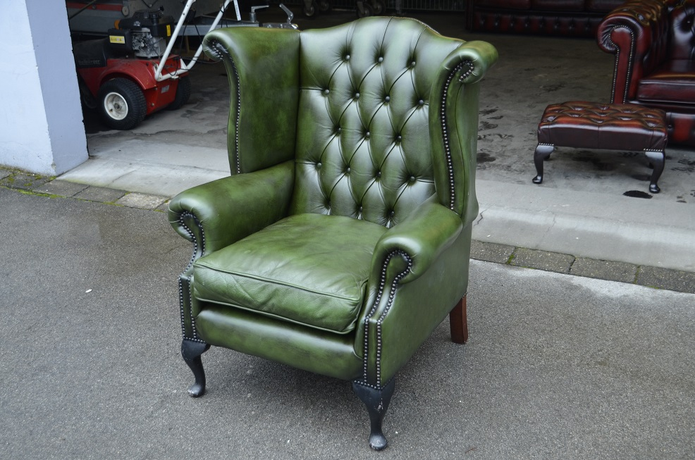 Chesterfield ohren sessel queen in gr n direkt aus for Sessel queen