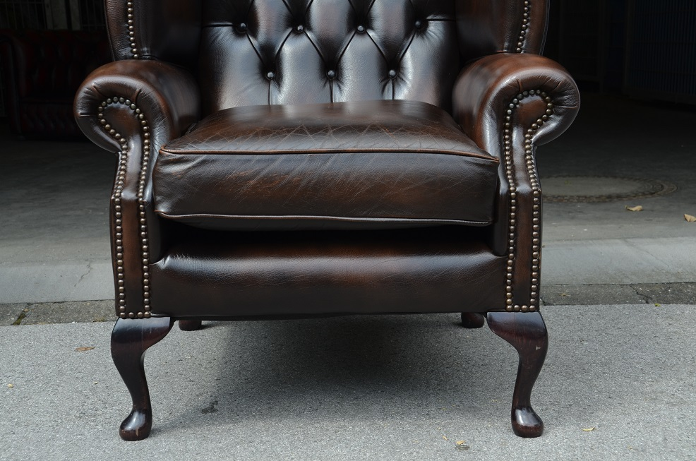 chesterfield sessel in dunkel braun hohe lehne direkt aus england ebay. Black Bedroom Furniture Sets. Home Design Ideas
