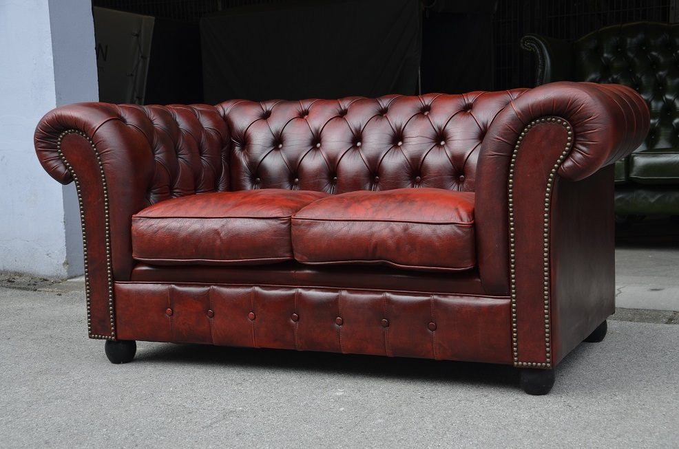 chesterfield club zweier couch in rot schwarz direkt aus england ebay. Black Bedroom Furniture Sets. Home Design Ideas